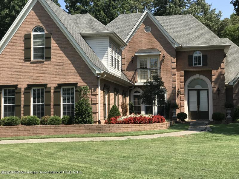 6870 Oak Shadow Drive, one of homes for sale in Olive Branch