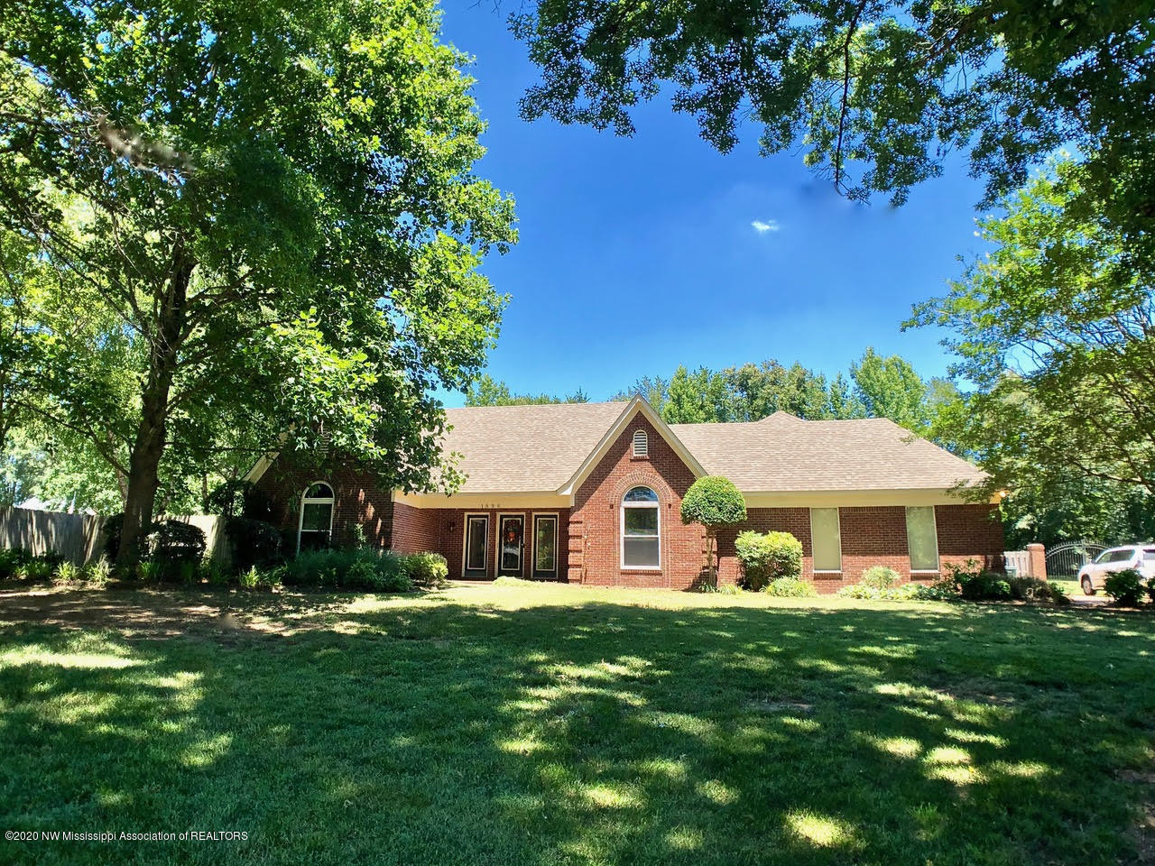 1896 Kings Castle Drive, Southaven, Mississippi