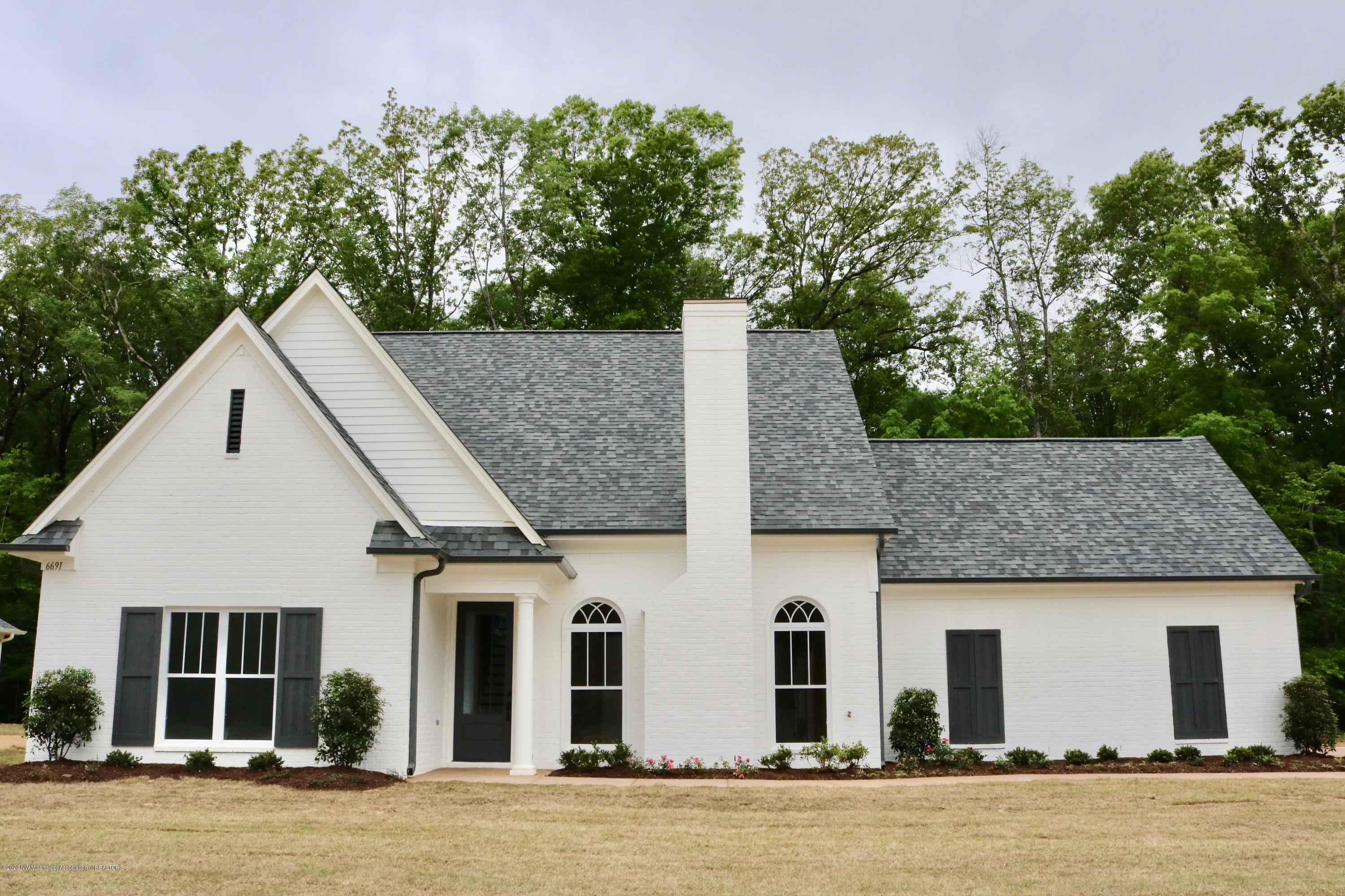 One of Southaven 3 Bedroom Homes for Sale at 6559 Sunny Meadow Cove