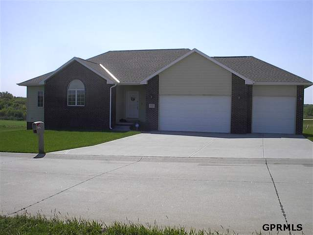8578 Lake Ridge Dr, Plattsmouth, NE 68048