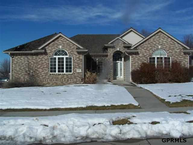 908 Graham Dr, Papillion, NE 68046