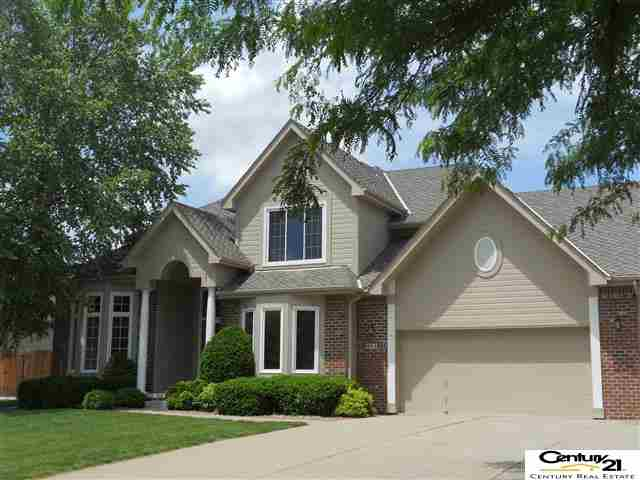 904 Deer Run Ln, Papillion, NE 68046