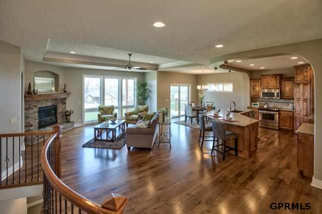 6914 Harvest Dr, Papillion, NE 68133
