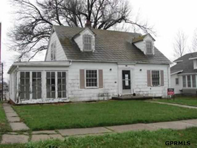 311 W 16th St, Falls City, NE 68355