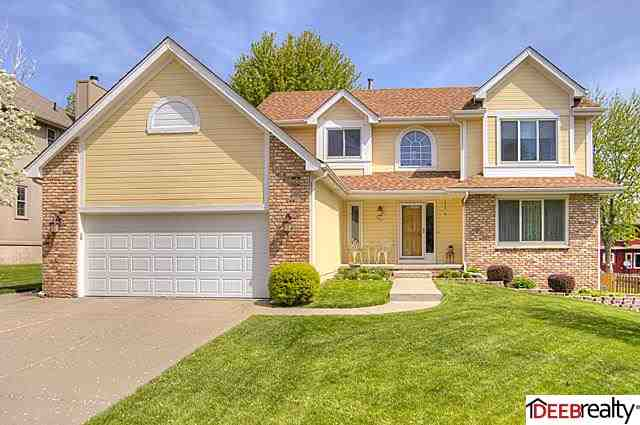 1012 Sherwood Ln, Papillion, NE 68046