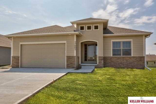 2350 Placid Lake Dr, Papillion, NE 68046