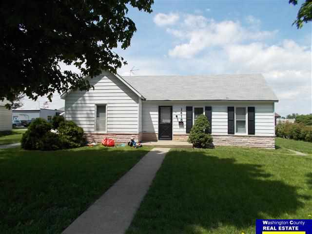1418 Lincoln St, Blair, NE 68008