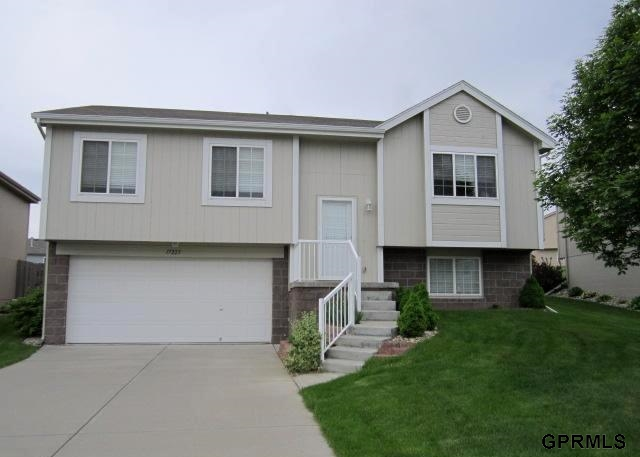 Rental Homes for Rent, ListingId:26280394, location: 17223 Spaulding Street Omaha 68116