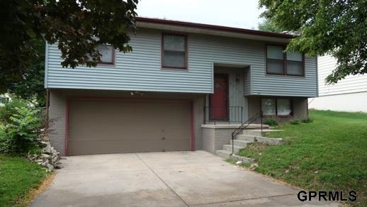 Rental Homes for Rent, ListingId:29069460, location: 9346 Maplewood Boulevard Omaha 68134