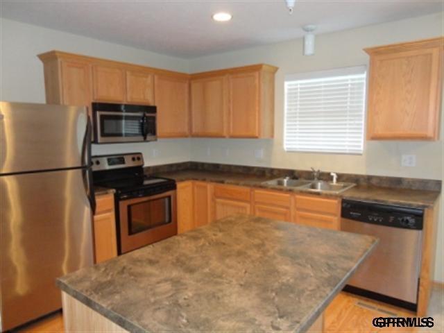 Rental Homes for Rent, ListingId:29647063, location: 16775 Laurel Plaza Omaha 68116
