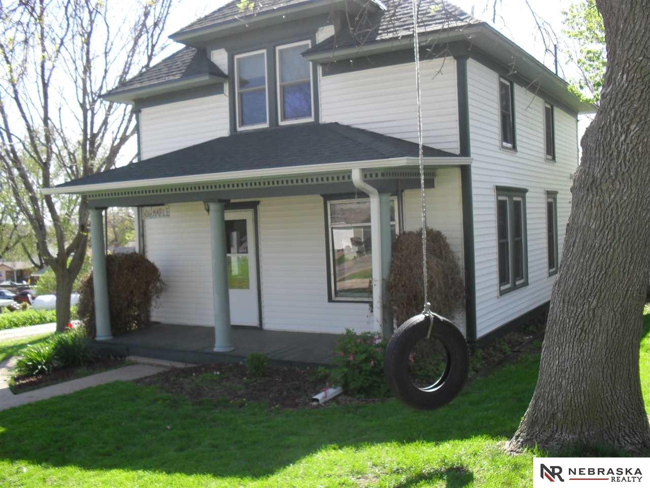 306 Maple St, Kennard, NE 68034