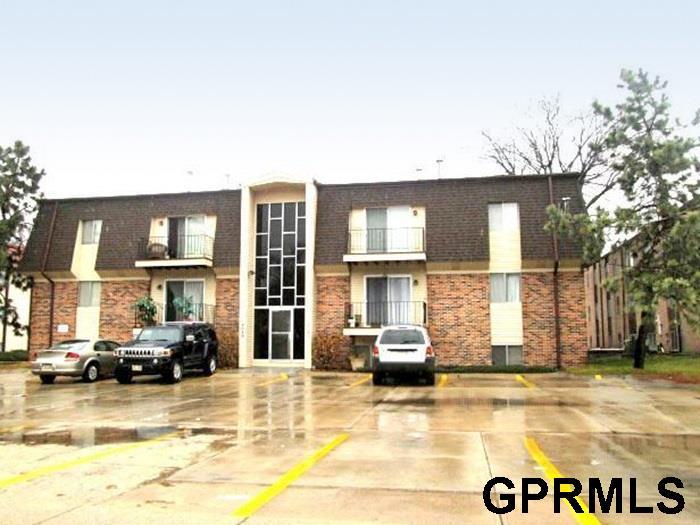 Rental Homes for Rent, ListingId:37219318, location: 2017-2019 Benson Garden Omaha 68134