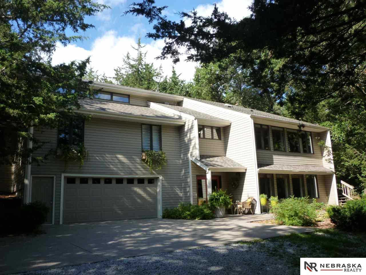 20601 Meadow Oaks Dr, Springfield, NE 68059