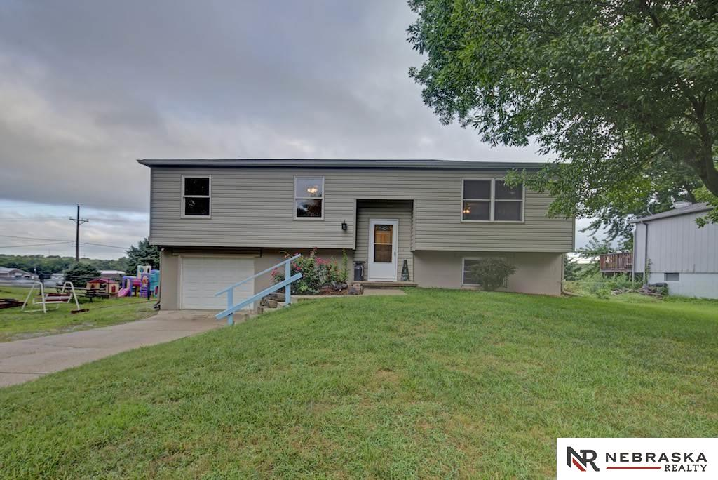 380 Platteview Dr, Springfield, NE 68059