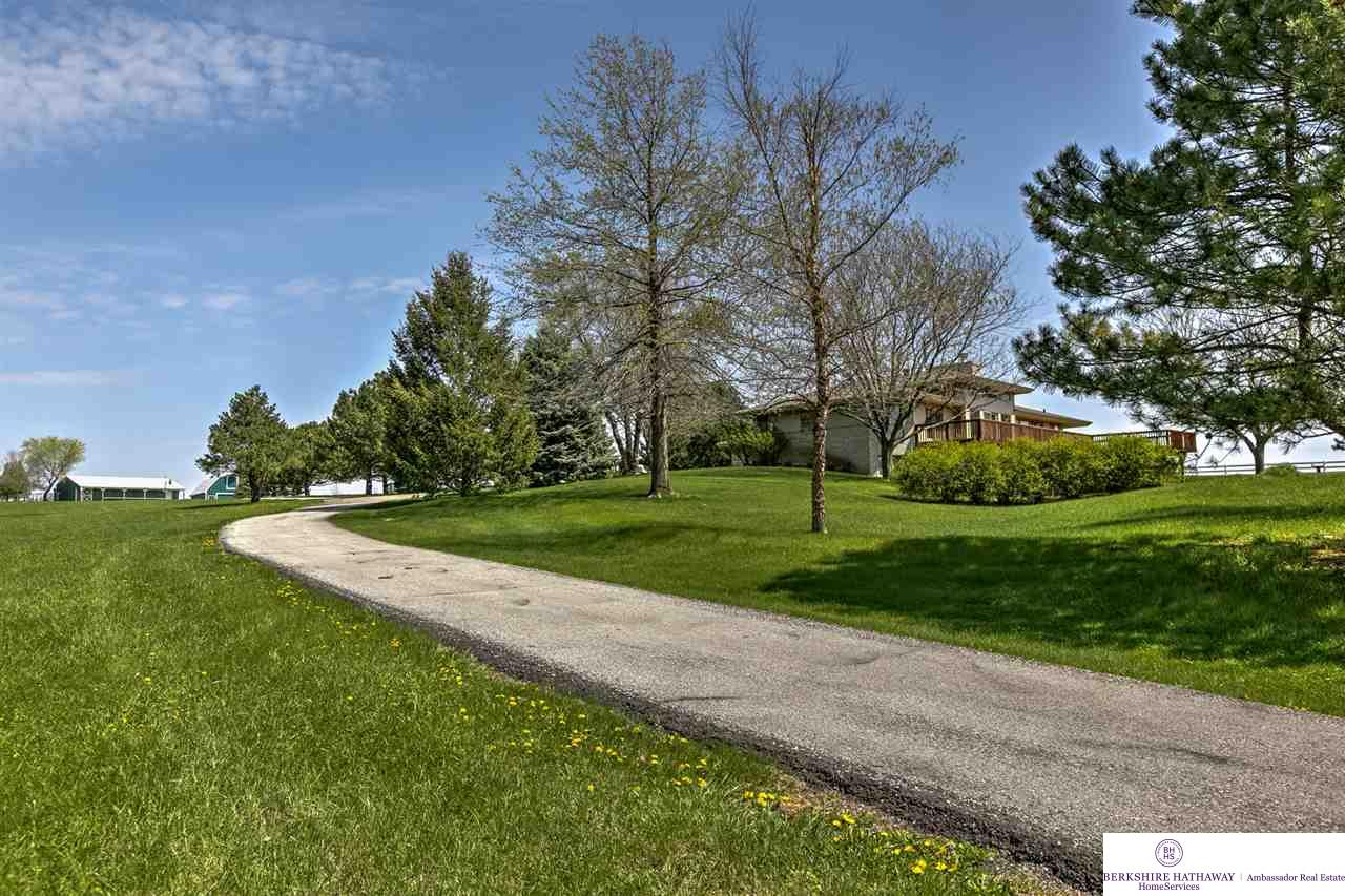 17374 Military Rd, Bennington, NE 68007
