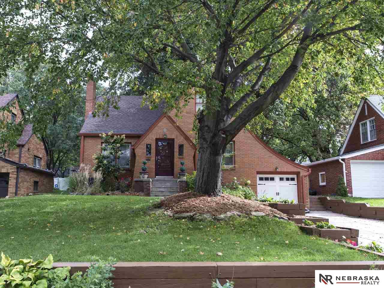 1831 N 54th St, Omaha, NE 68104