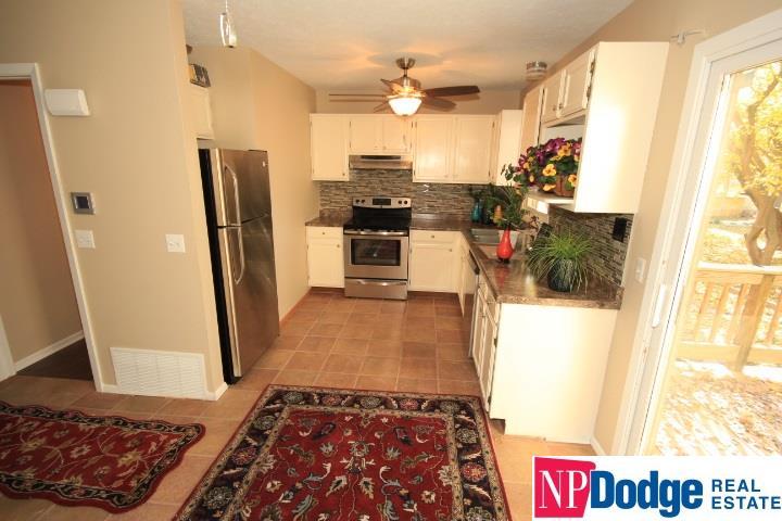 Attached Housing, Condo/Apartment Unit - Bellevue, NE (photo 2)