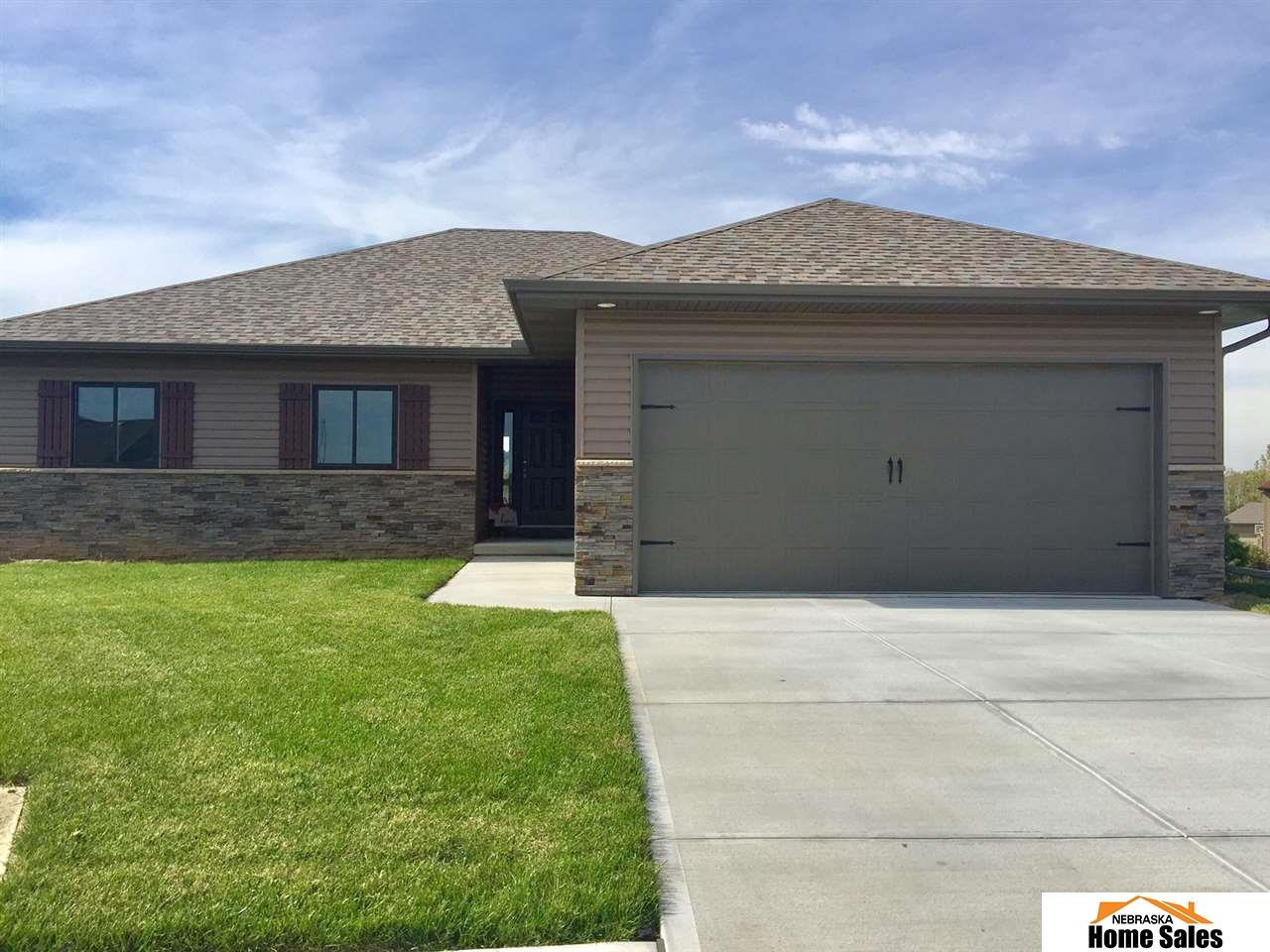 2346 Hickory Cir, Blair, NE 68008