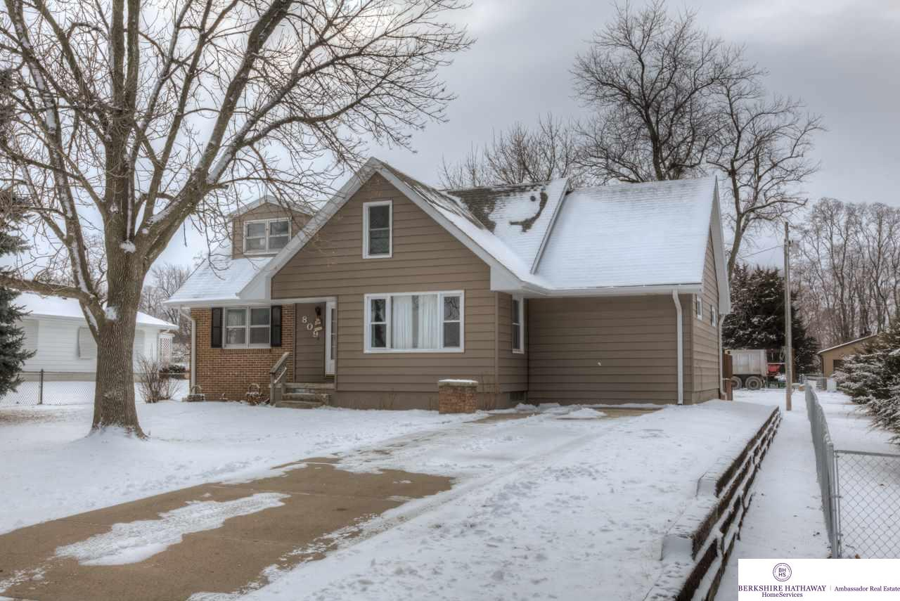 809 Adams St, Fort Calhoun, NE 68023