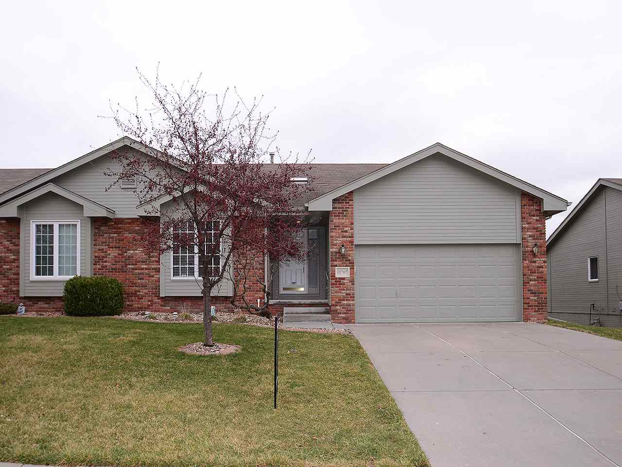 Attached Housing, Ranch - Papillion, NE (photo 1)