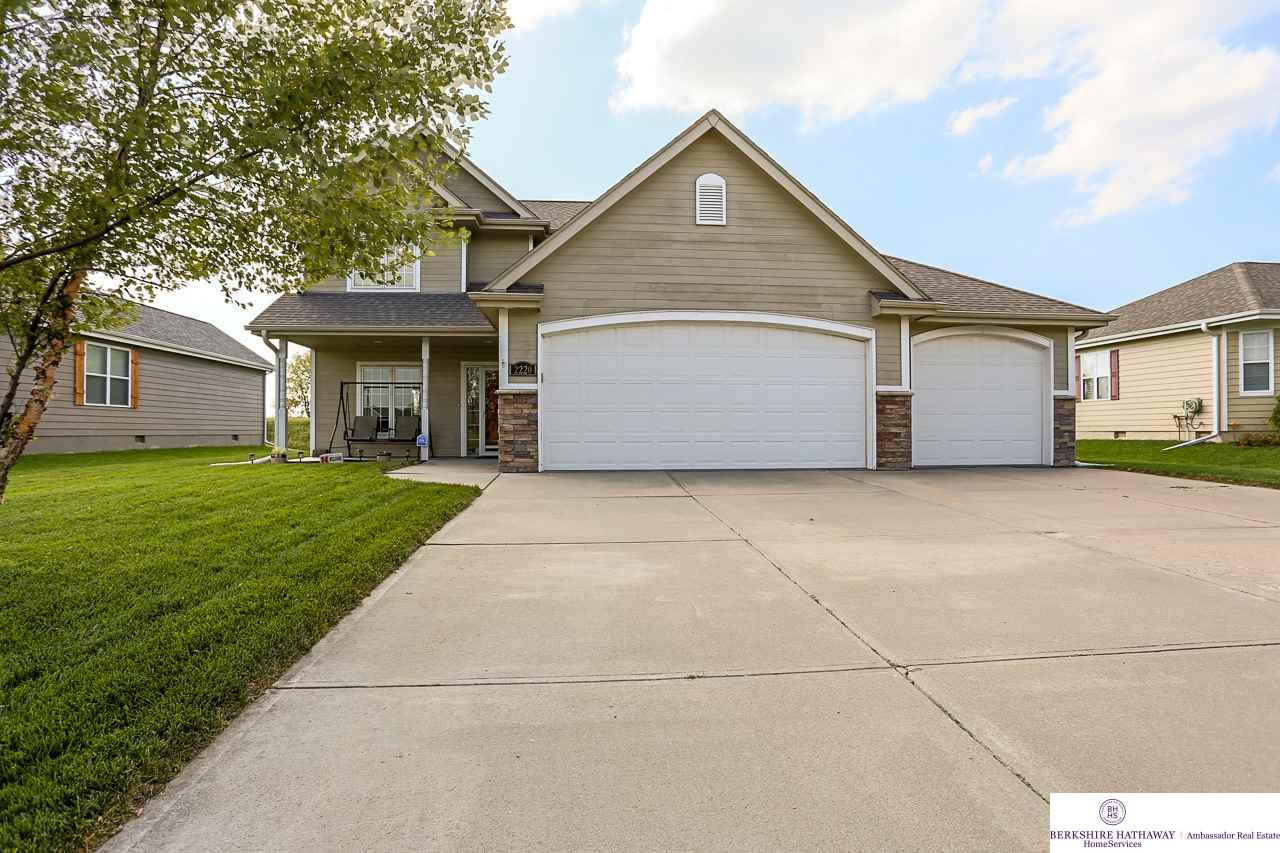 Photo of 2220 Thomas Drive  Waterloo  NE