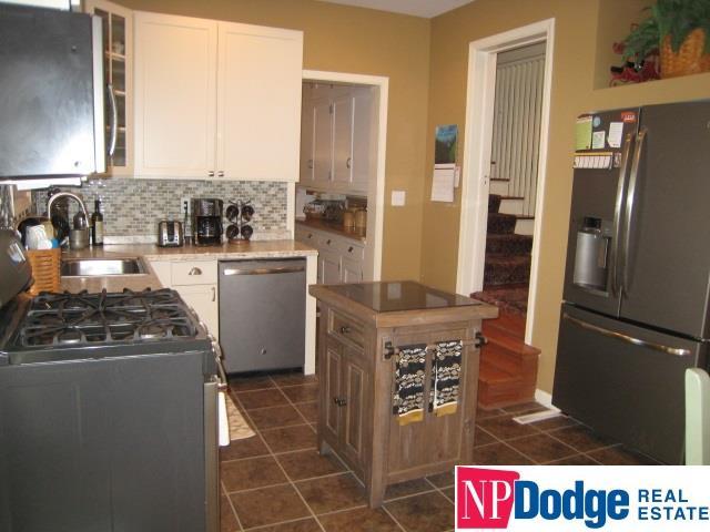 Detached Housing, 2.5 Story - Omaha, NE (photo 5)