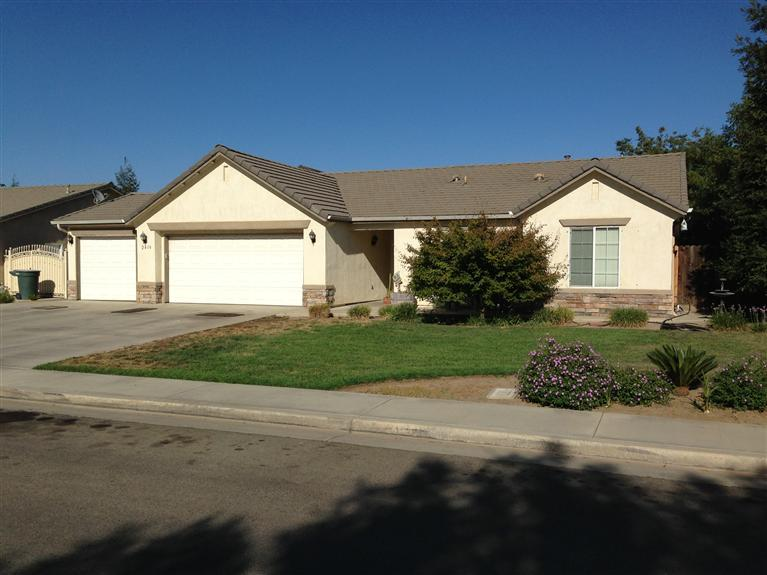 2416 S Maple St, Visalia, CA 93292