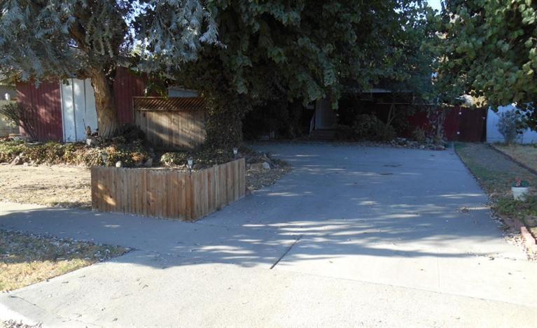1000 E Myrtle St, Hanford, CA 93230