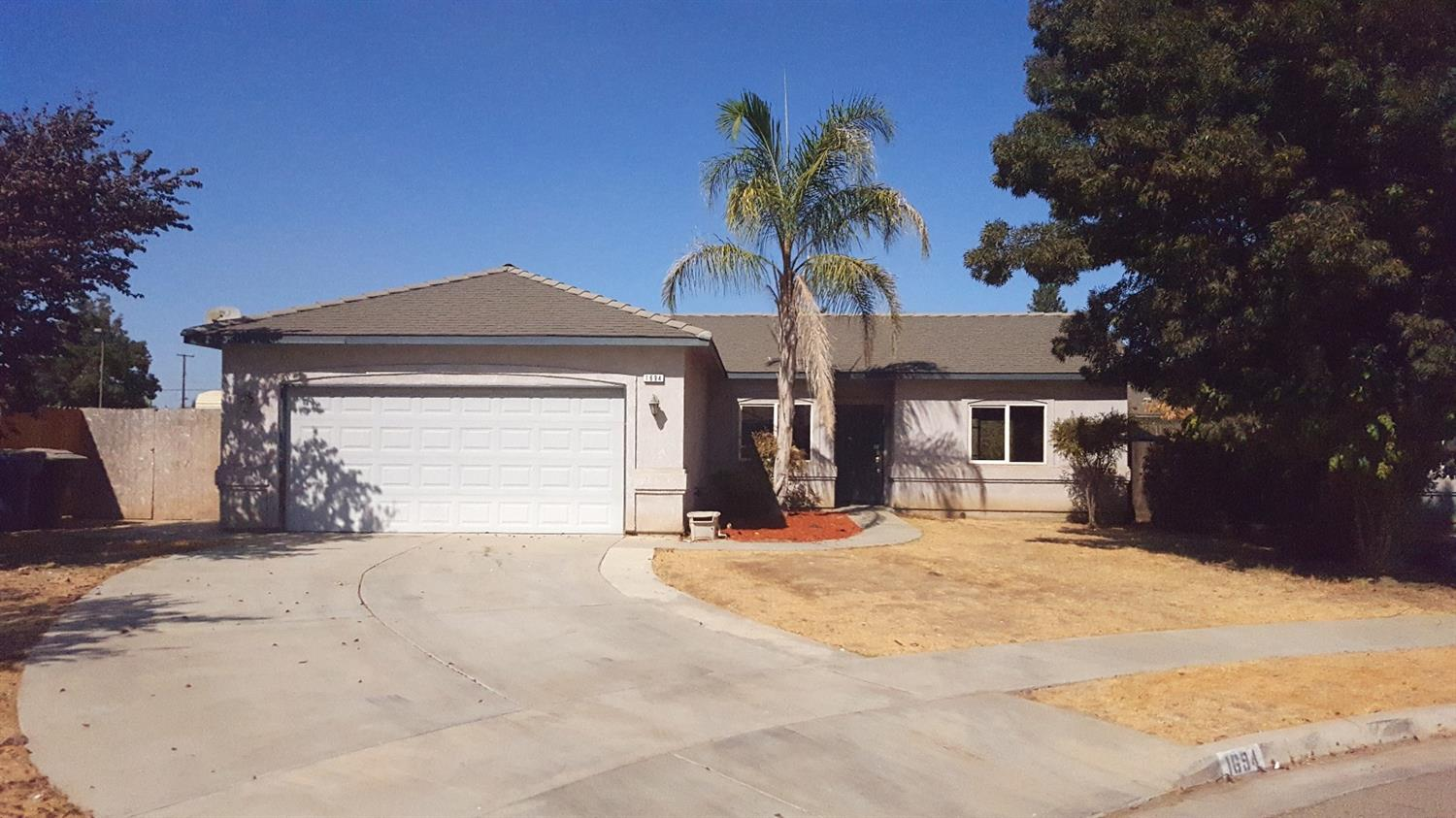 Photo of 1694 West Oakland Court  Tulare  CA