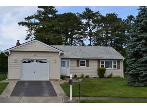 8 Balmoral Ct, Toms River, NJ 08757
