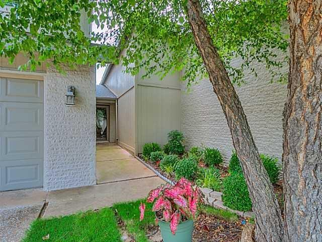 5805 Hefner Village Court, one of homes for sale in Oklahoma City West