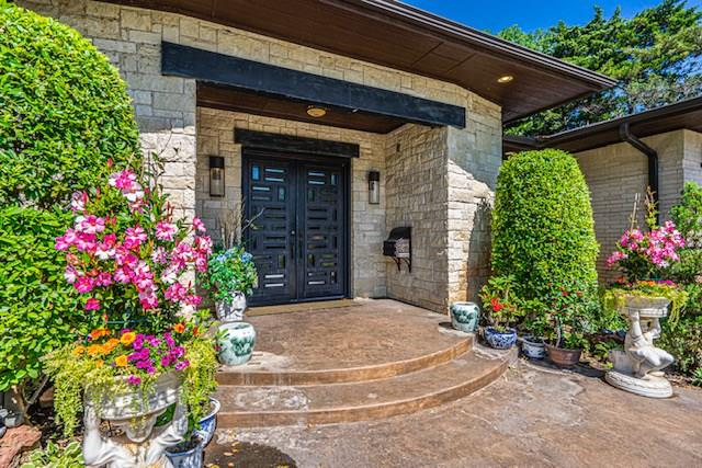 8405 N Surrey Place, one of homes for sale in Oklahoma City NW