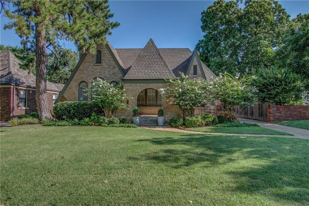One of Oklahoma City NW 3 Bedroom Homes for Sale at 209 Edgemere Court