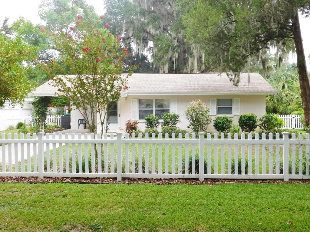 Photo of 606 1st Avenue  Wildwood  FL
