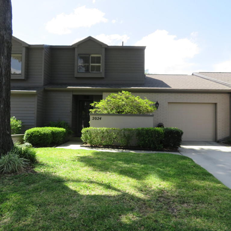 Photo of 2024 SE 37th Ct Circle  Ocala  FL