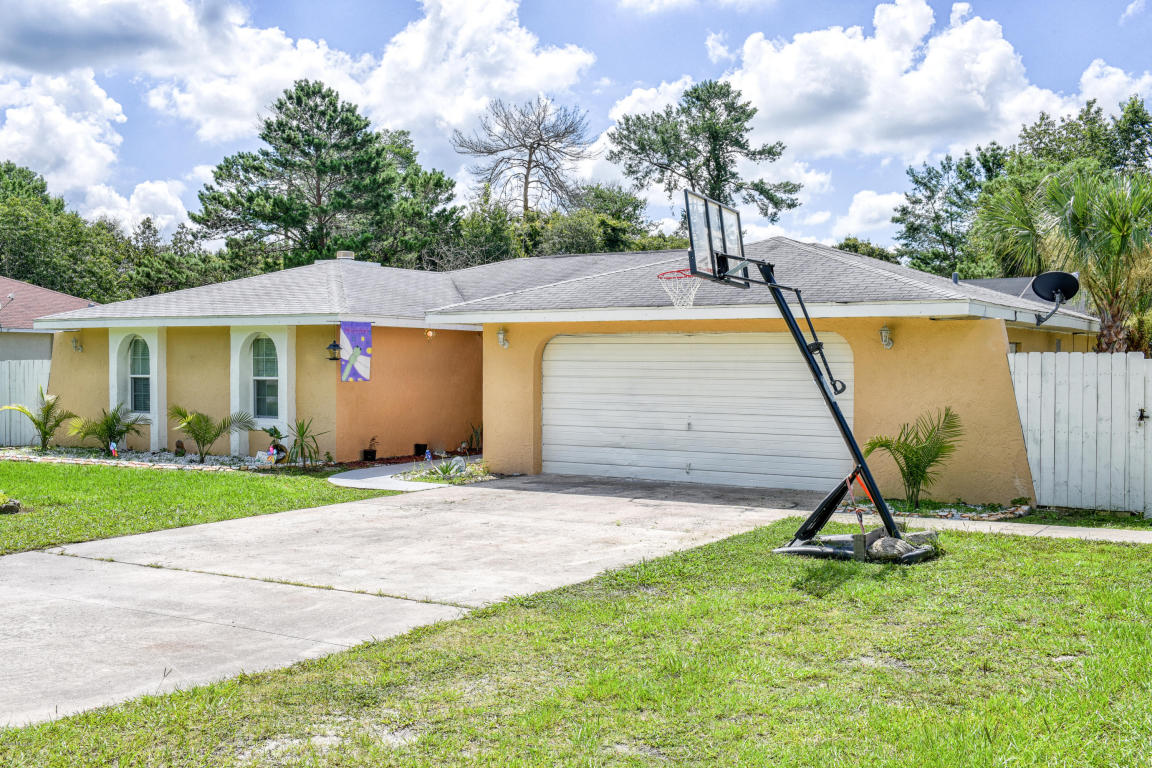 Photo of 165 Marion Oaks Drive  Ocala  FL
