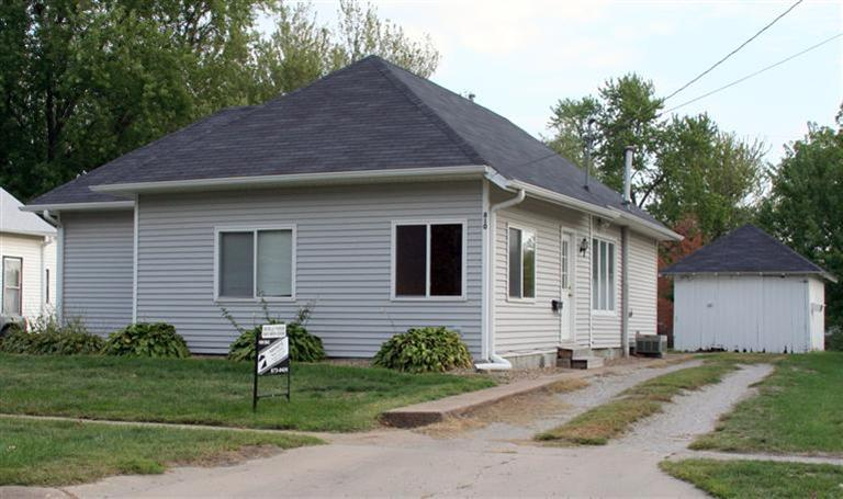 810 6th Ave E, Oskaloosa, IA 52577