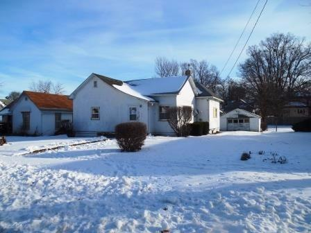 913 S 15th St, Centerville, IA 52544