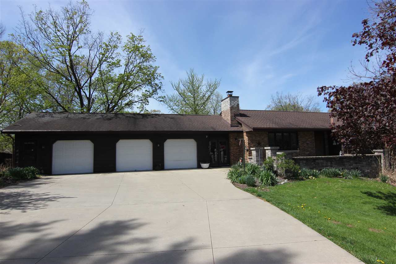 215 E North Lakeview Drive Germantown Hills, IL 61611