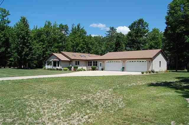 11876 Woody Rd, Roscommon, MI 48653