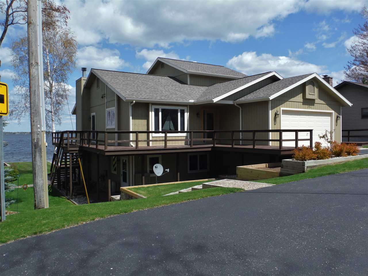Michigan waterfront property in houghton lake higgins for Home builders michigan