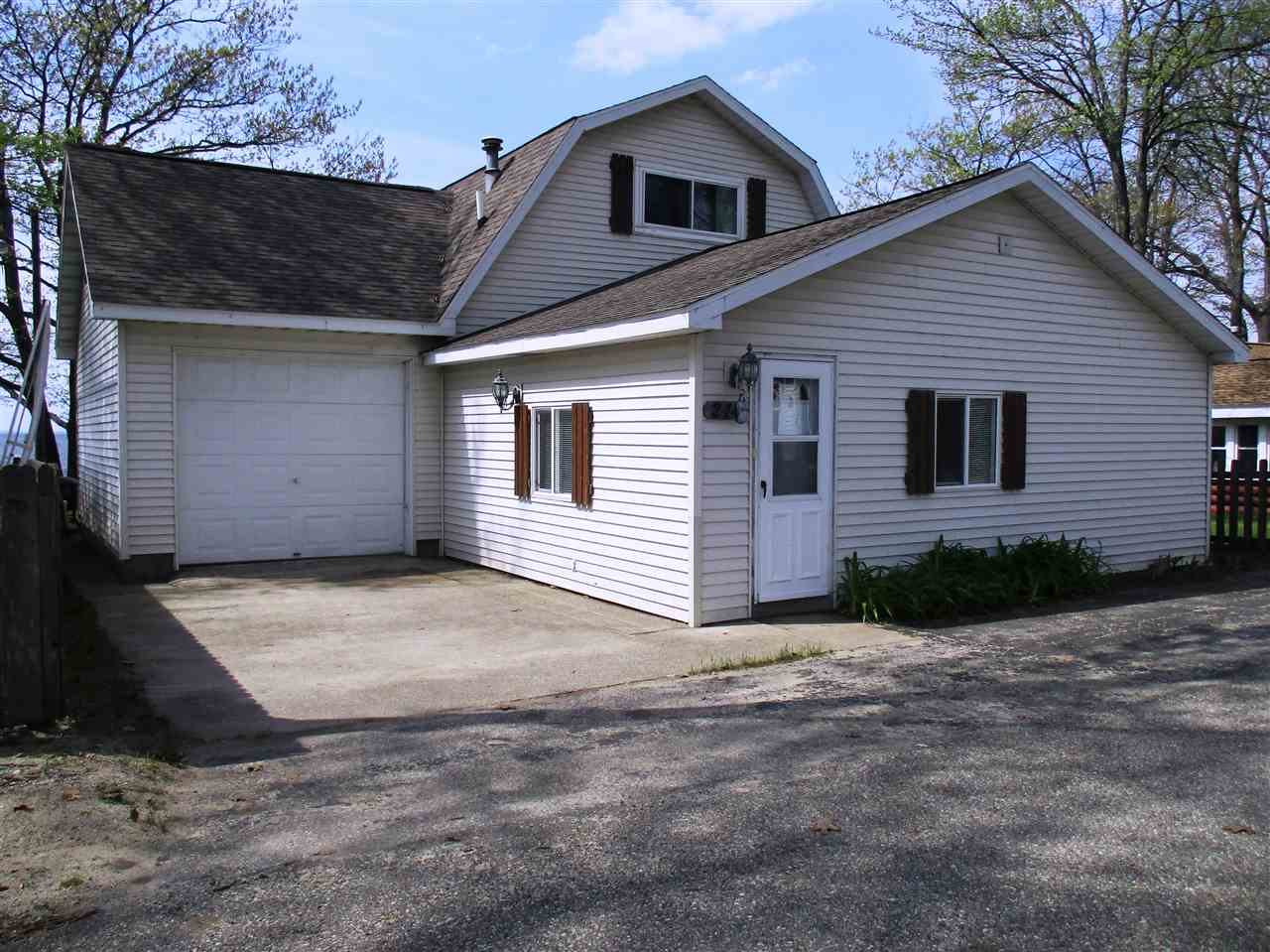 houghton lake heights lesbian singles Zillow has 6 homes for sale in houghton lake heights mi view listing photos, review sales history, and use our detailed real estate filters to find the perfect place.