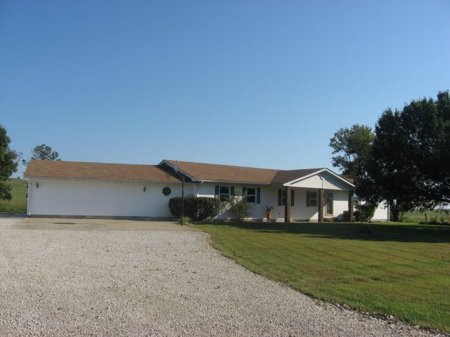 655 Maple Rd, Uniontown, KS 66779