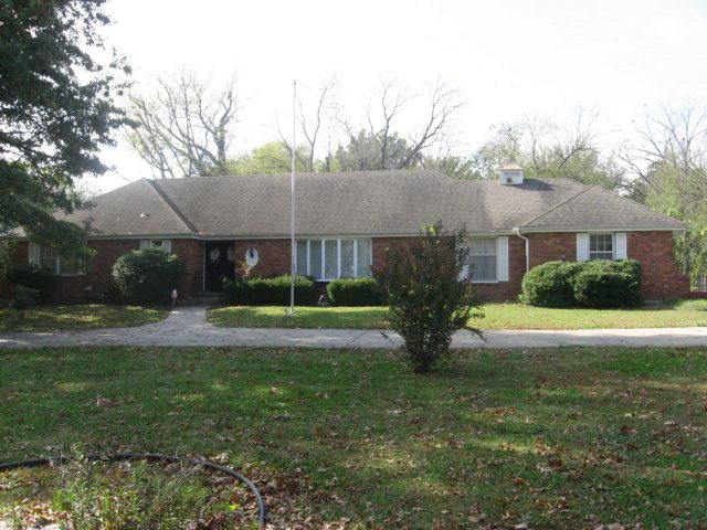 Photo of 703 N Summit  Girard  KS