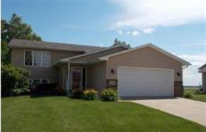 1906 Country Club Dr, Elk Point, SD 57025