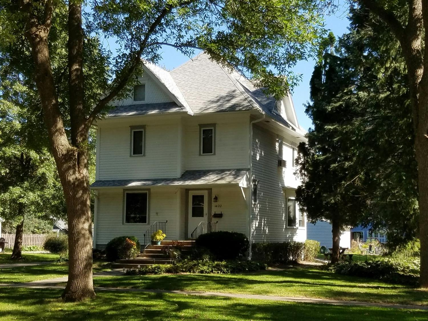 1422 Main St, Grinnell, IA 50112