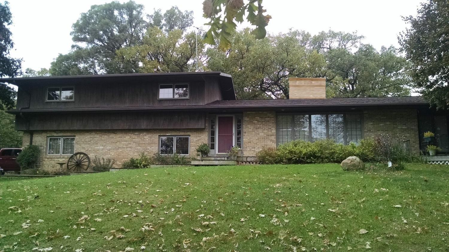 4266 20th St, Grinnell, IA 50112