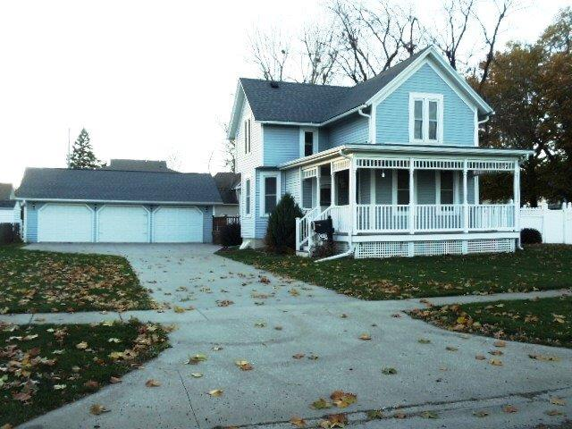 1033 Summer St, Grinnell, IA 50112