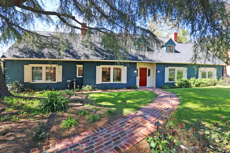 2555 N Altadena Drive, Altadena, California