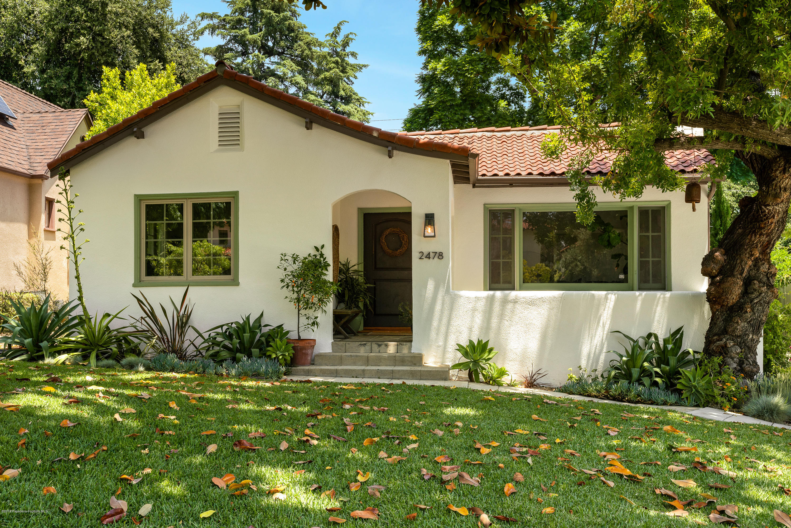 One of Altadena 3 Bedroom Homes for Sale at 2478 Highland Avenue